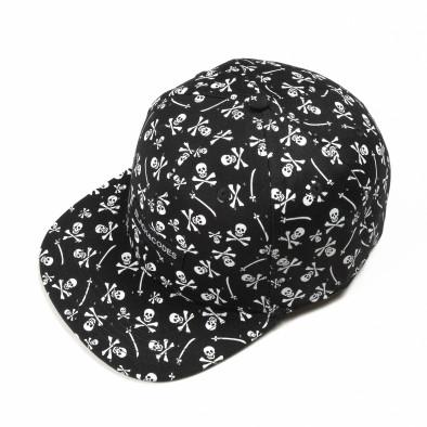 Черна шапка с права козирка и черепи it290818-10 2