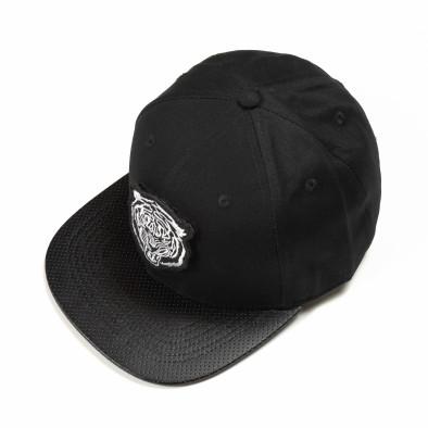 Черна шапка с права козирка и бяла щампа it290818-7 2