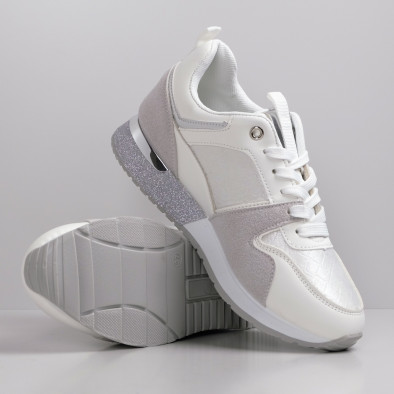 Дамски бели маратонки с фини акценти it110221-5 3