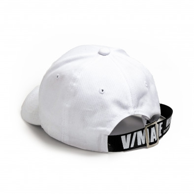 Бяла шапка с козирка и акцент gr240221-6 3