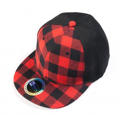 Черна шапка с червено-черно каре it050618-74 2