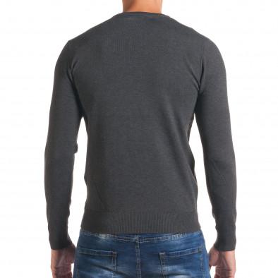 Мъжки сив пуловер с малки копчета на деколтето it170816-38 3