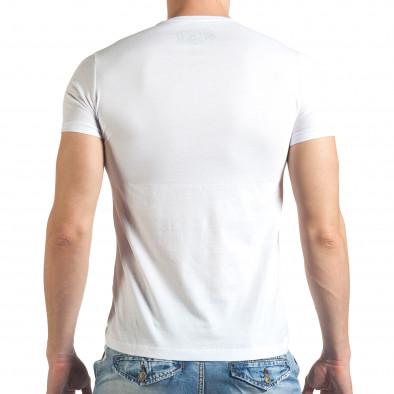 Бяла мъжка тениска с шарен принт и надписи отпред Just Relax 4