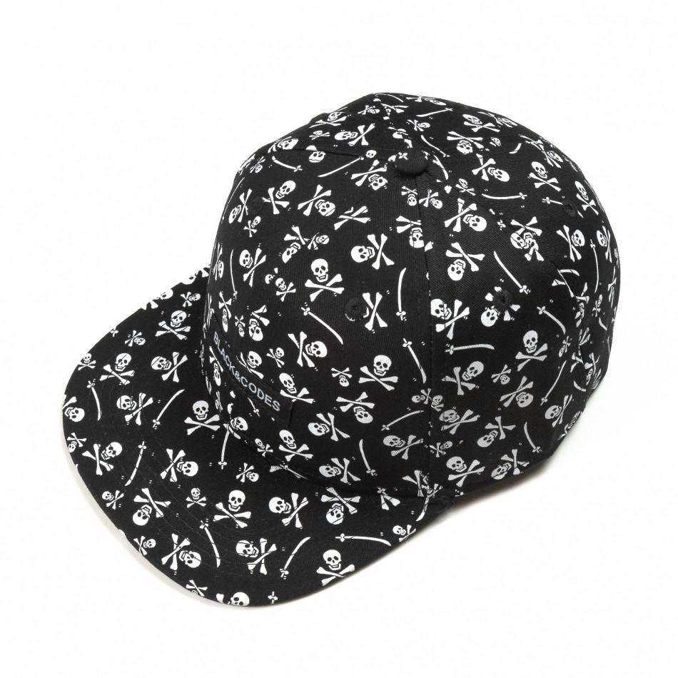 Черна шапка с права козирка и черепи it290818-10