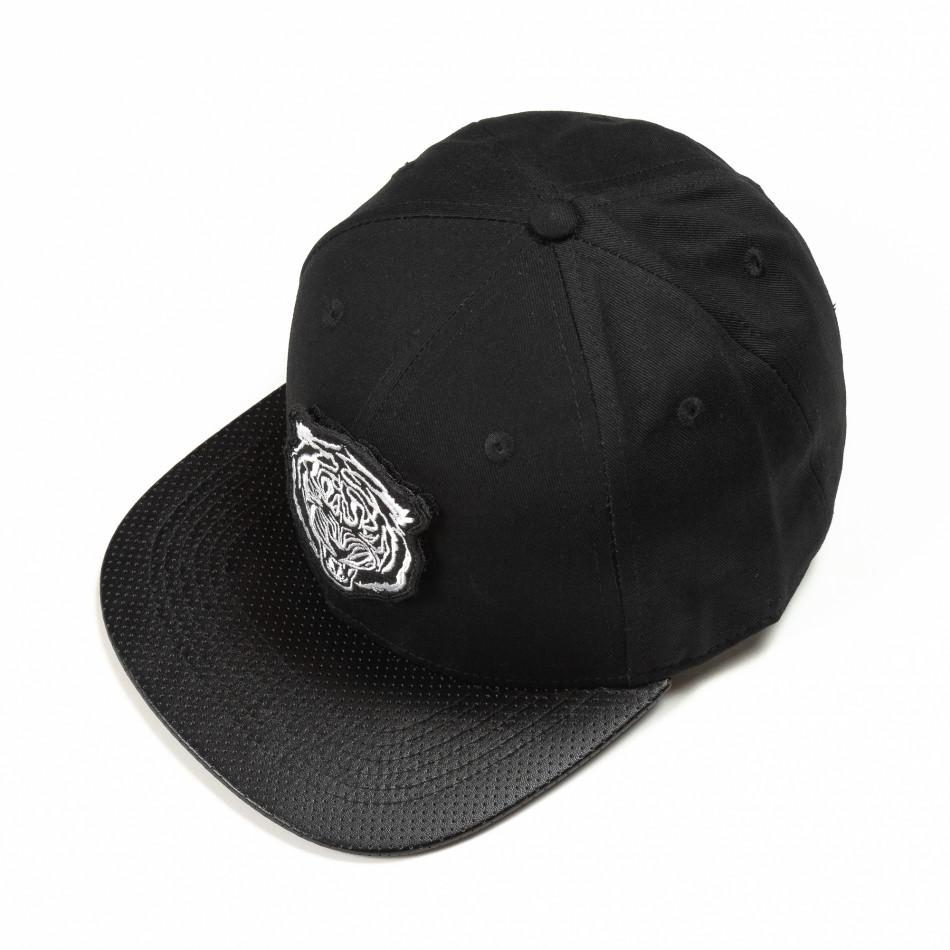 Черна шапка с права козирка и бяла щампа it290818-7