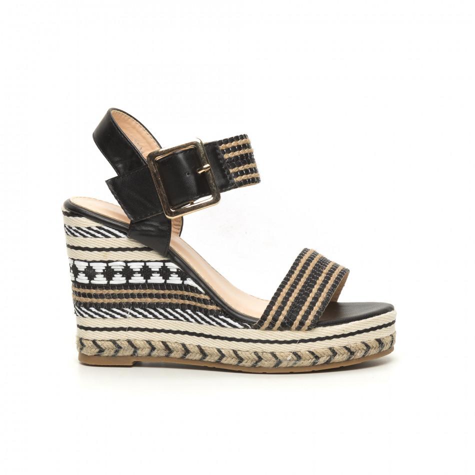 Дамски сандали на декорирана висока платформа it050619-70