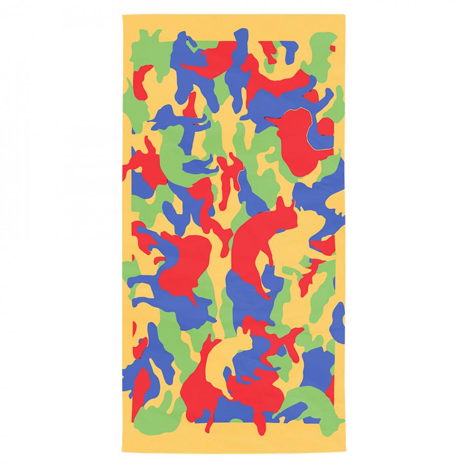 Жълта плажна кърпа с брутално яки силуети на кучета tsf120416-8