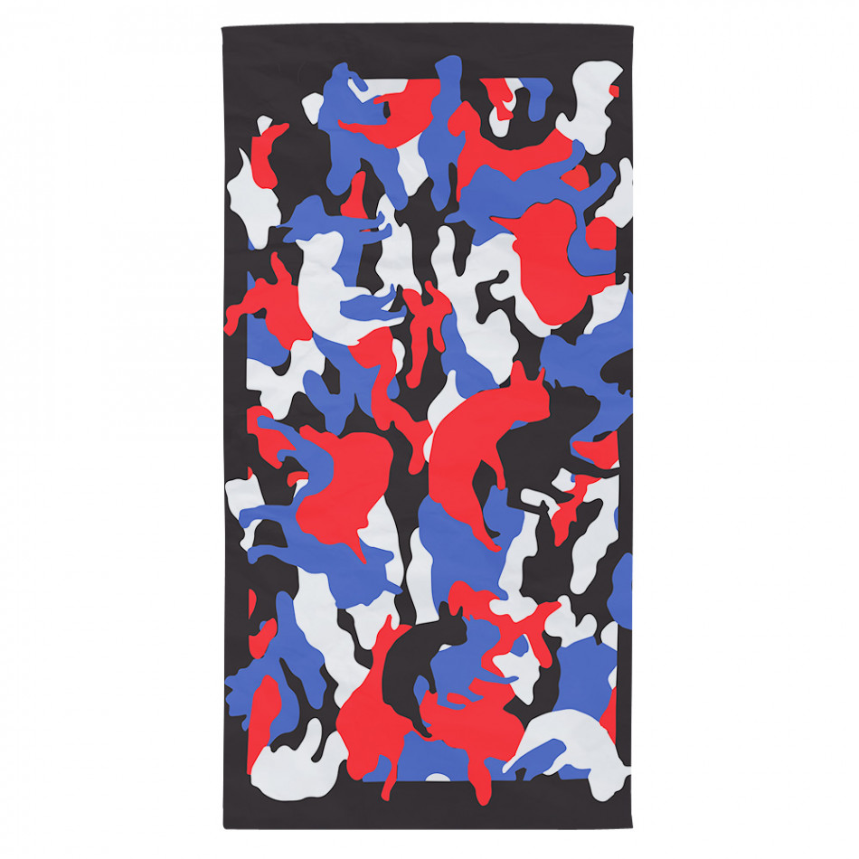Черна плажна кърпа с разноцветни силуети на кучета tsf120416-6