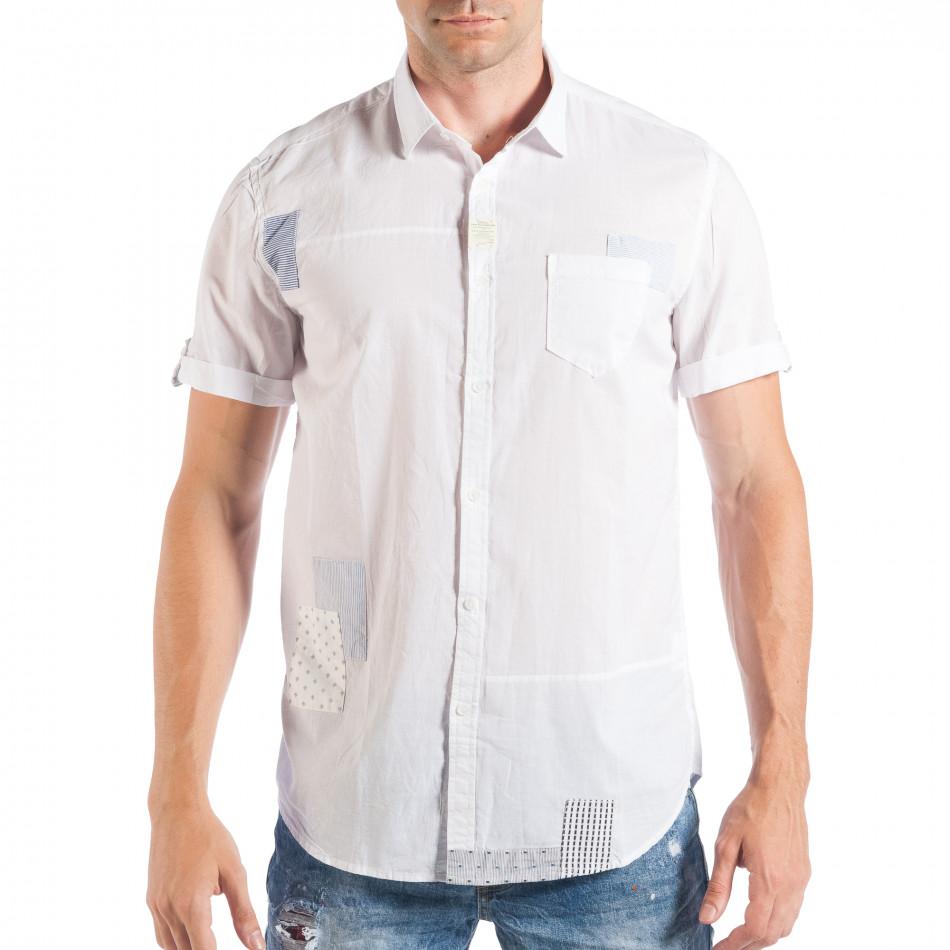 Бяла мъжка риза с къс ръкав и кръпки с различни десени it050618-3