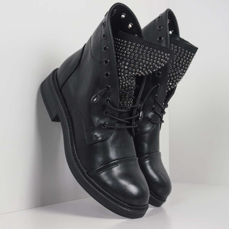 Дамски черни боти с декориран език it260919-67