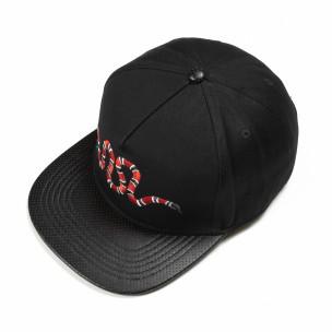 Черна шапка с права козирка и бродерия