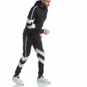 Мъжки черен спортен комплект с V ивици