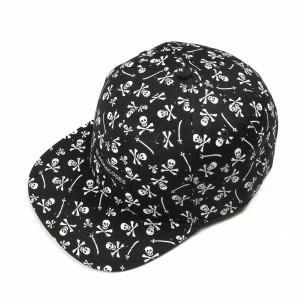 Черна шапка с права козирка и черепи
