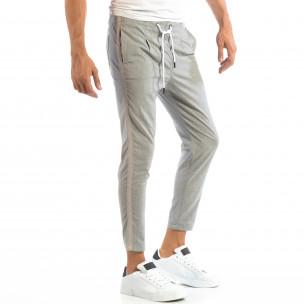 Лек мъжки панталон на райе в светло сиво