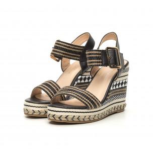 Дамски сандали на декорирана висока платформа 2