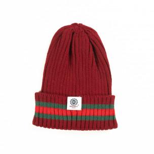 Мъжка червена плетена шапка с кант