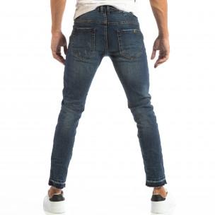 Мъжки сини дънки с кръпки и непоръбени крачоли  2