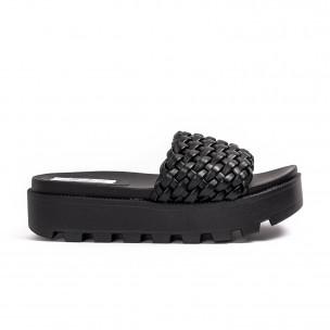 Дамски черни чехли на платформа с грайфер 2