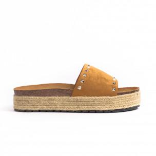 Дамски чехли с капси цвят камел