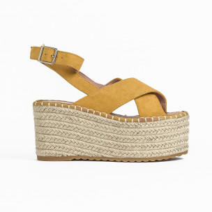 Дамски сандали на платформа в жълто