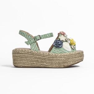 Дамски сандали в зелено с декорация  2