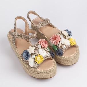 Дамски сандали в кафяво с декорация