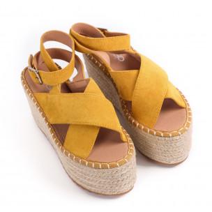 Дамски сандали на платформа в жълто  2