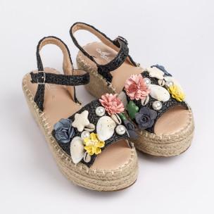 Дамски сандали в черно с декорация