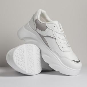 Бели дамски маратонки с обемна подметка  2