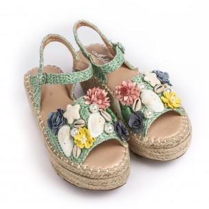 Дамски сандали в зелено с декорация