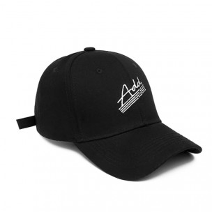 Черна шапка с козирка и бродерия