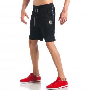 Мъжки черни шорти с апликация на крачола