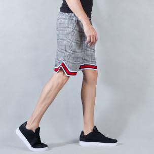Мъжки шорти на бяло-черно каре с двуцветни маншети