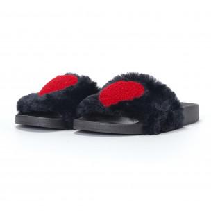 Дамски черни пухкави чехли със сърце 2