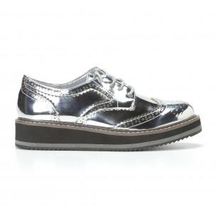 Дамски сребристи обувки с връзки