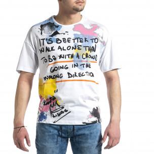 Бяла мъжка тениска с колоритен принт