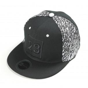 Черна шапка с номер 23