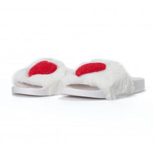 Дамски бели пухкави чехли със сърце  2