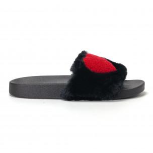 Дамски черни пухкави чехли със сърце