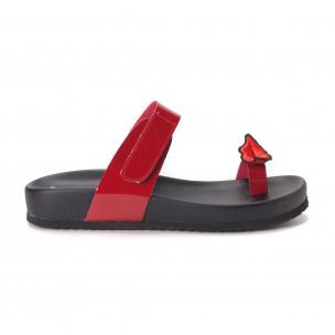 Червени дамски лачени чехли през пръста