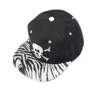 Черна шапка с череп