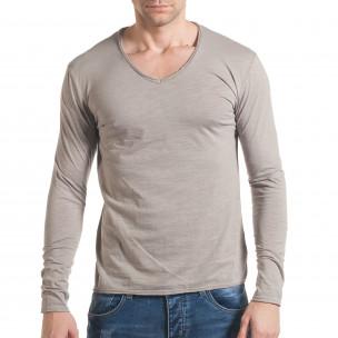 Мъжка сива блуза с остро деколте