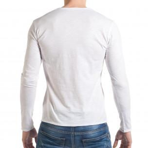 Мъжка бяла блуза с остро деколте 2