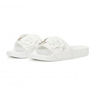 Дамски бели чехли с релефни цветя 2