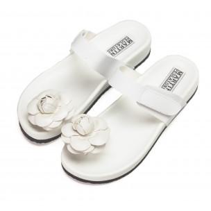 Бели дамски чехли през пръста с цвете 2
