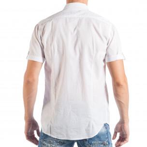 Бяла мъжка риза с къс ръкав и кръпки с различни десени 2