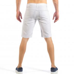 Мъжки бели къси дънки с кръпки с принт  2
