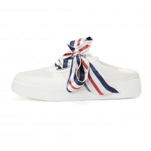 Дамски бели спортни чехли със сатенени връзки. Размер 39