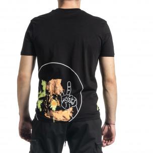 Мъжка черна тениска с колоритен принт 2
