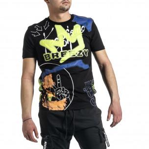Мъжка черна тениска с колоритен принт